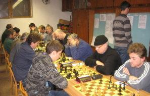 2010-12-05 11-45-31 sachy - utkani Pecky A - Struharov